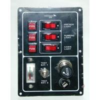 Панель выключателей с предохранителями, вольтметром и прикуривателем, 3 клавиши